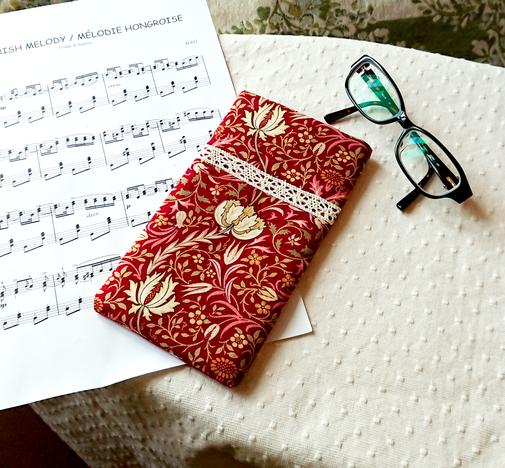 Etui molletonné pour téléphone, lunettes, maquillage, tissu Moda coton imprimé William Morris floral rouge
