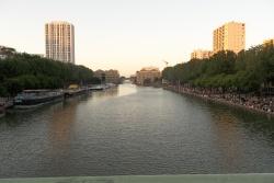 Quartier Canal de l'Ourq et rayons de soleil de fin de journée