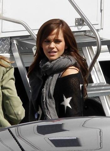 Emma_Watson_On_the_set_of_ThBling_Ring_i