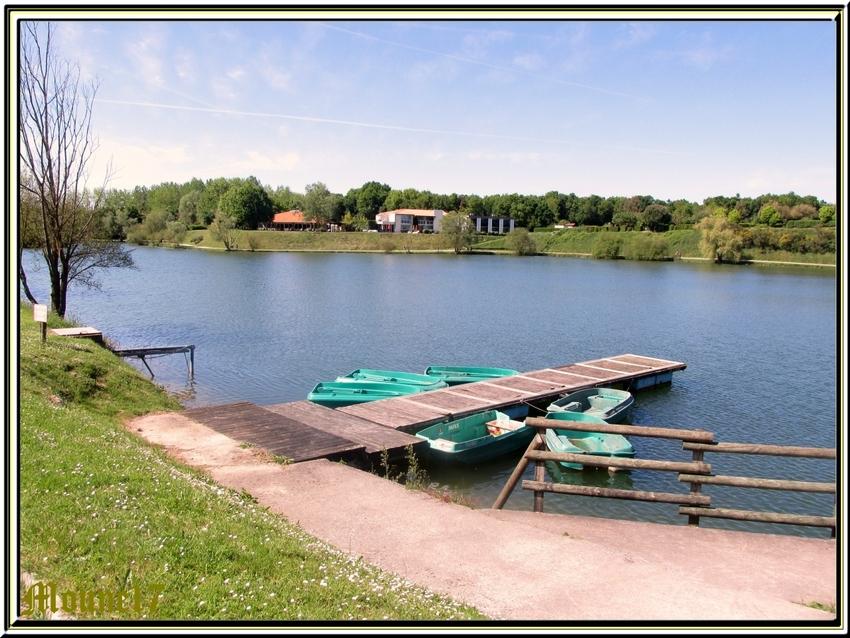 le lac de l'Aubray commune de Trizay en charente maritime