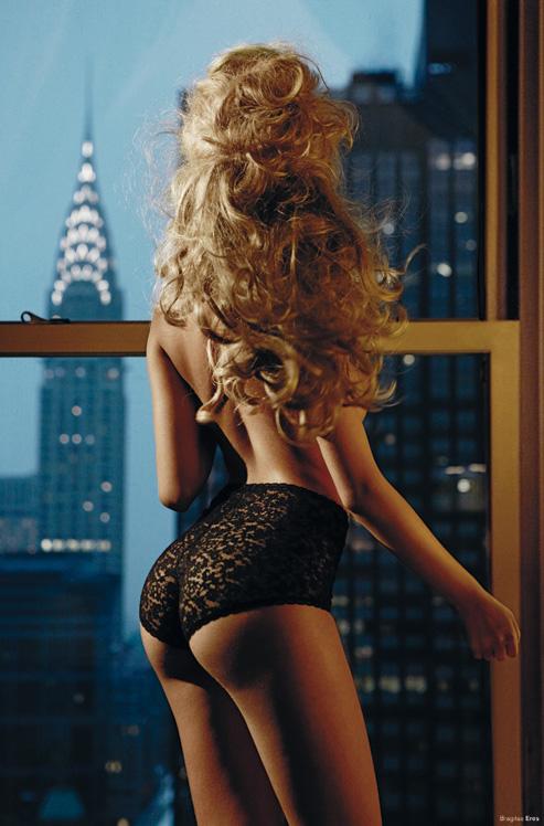 Zahia Dehar en lingerie sexy