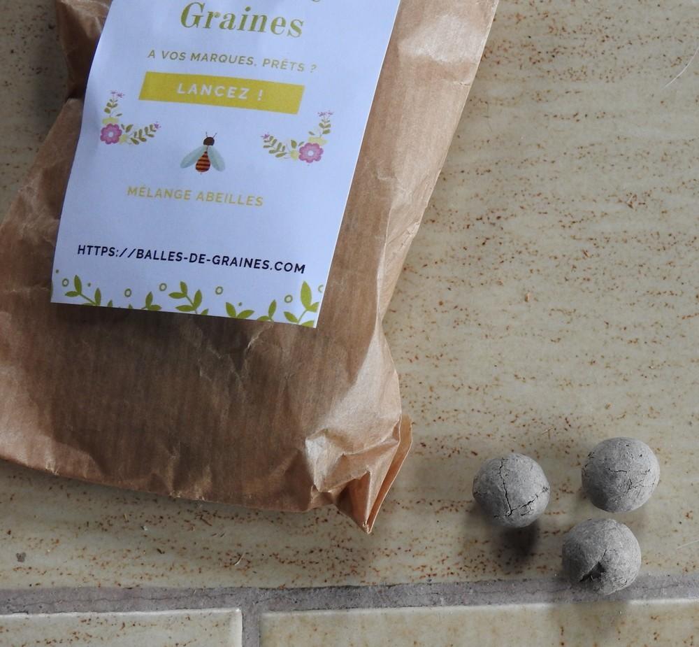 Une invention prometteuse : des balles de graines à jeter...