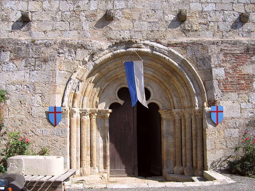 Saint-Antoine-Eglise-porche.jpg