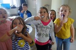 Les CP se  lavent les dents