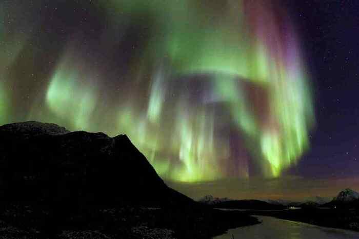 Une Aurore De Dragon Sur L'Islande