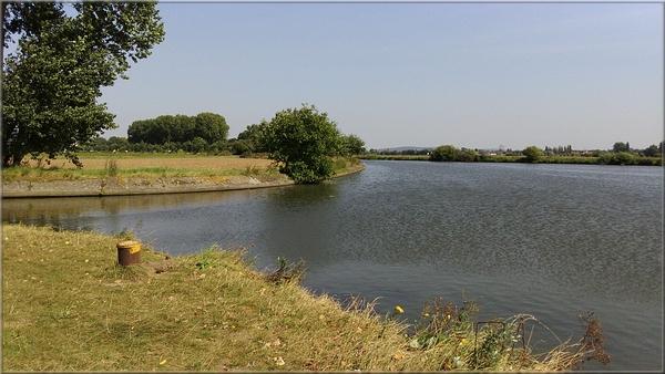 A vélo le long du canal jusqu'à l'Escaut