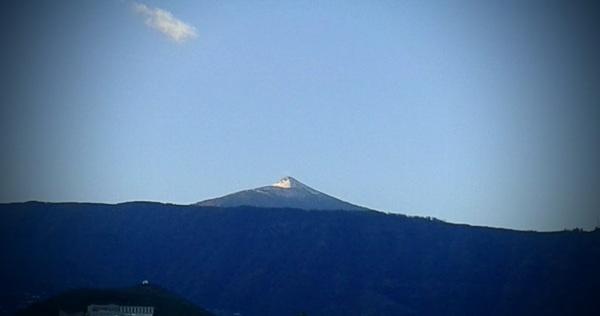 Tiens, le sommet du Teide a retrouvé un chapeau de neige ...