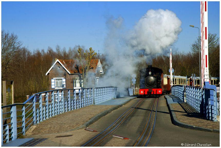 Saint-Valery-sur-Somme - La Pinguely 101 sur le pont de l'écluse.