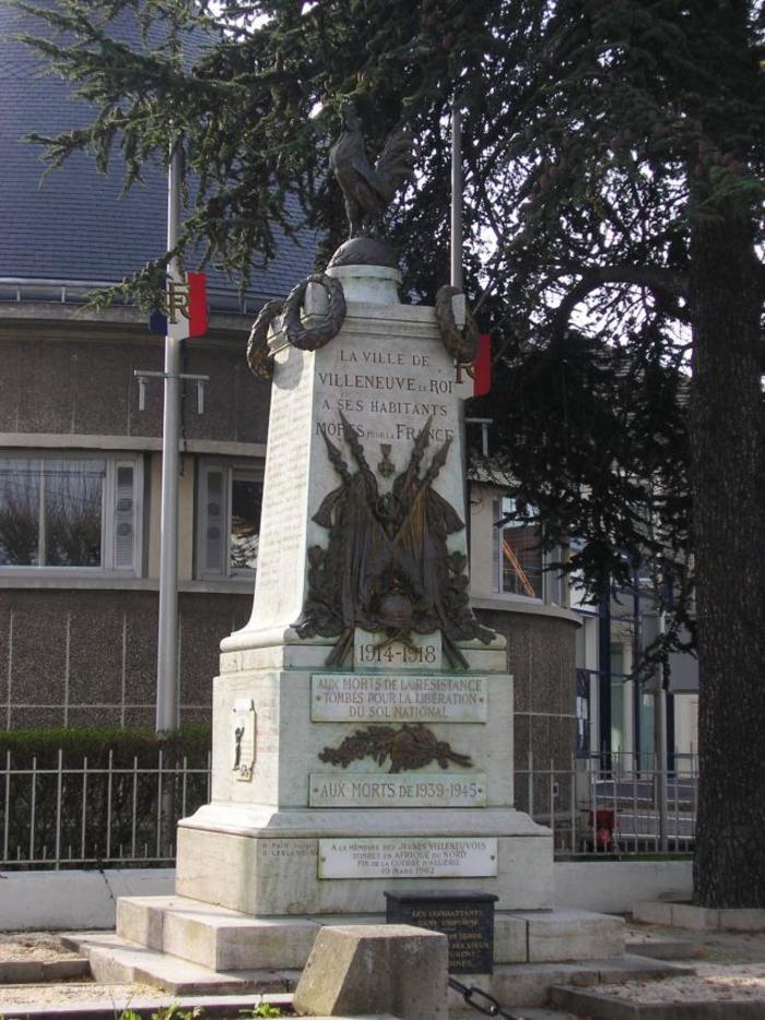 Le Maire de Villeneuve-le-Roi interpelé devant le Monument aux Morts