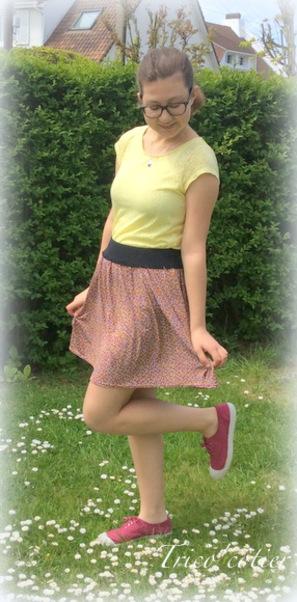 Petite jupe fleurie avec élastique