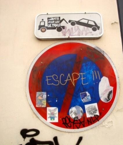 escape street-art Montmartre message panneau