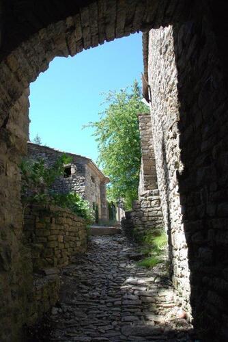 En flânant dans le village