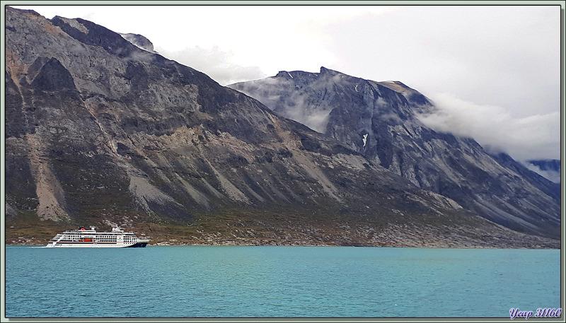 La navigation vers la mer de Baffin débute dans le fjord de Kangerlussuaq (Søndre Strømfjord) - Groenland