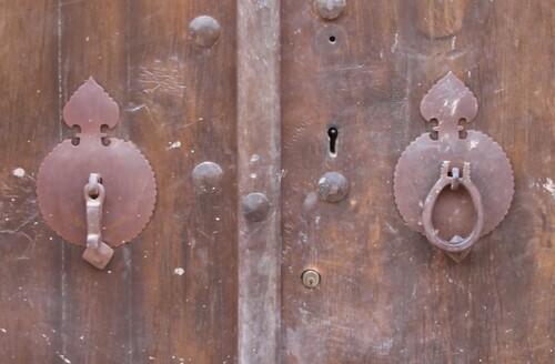 Les heurtoirs des portes iraniennes