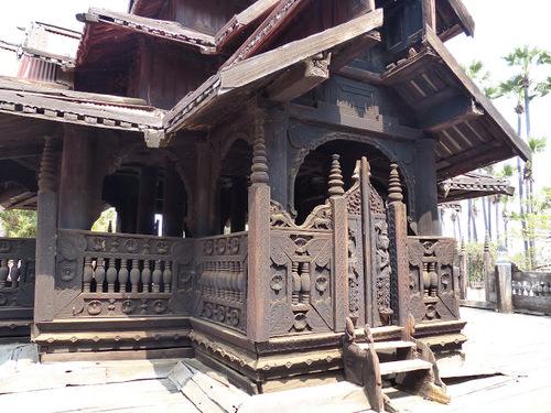 monastère en bois de teck de Bagaya