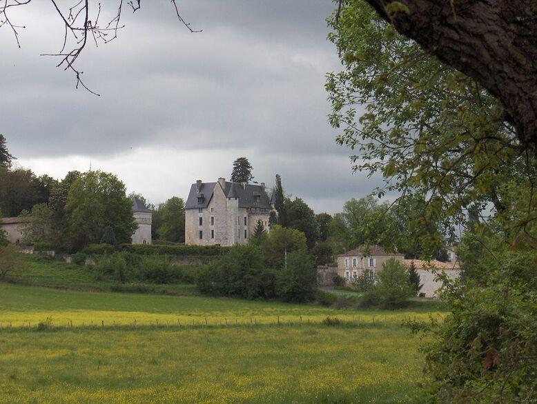 Vouzan - Château.JPG