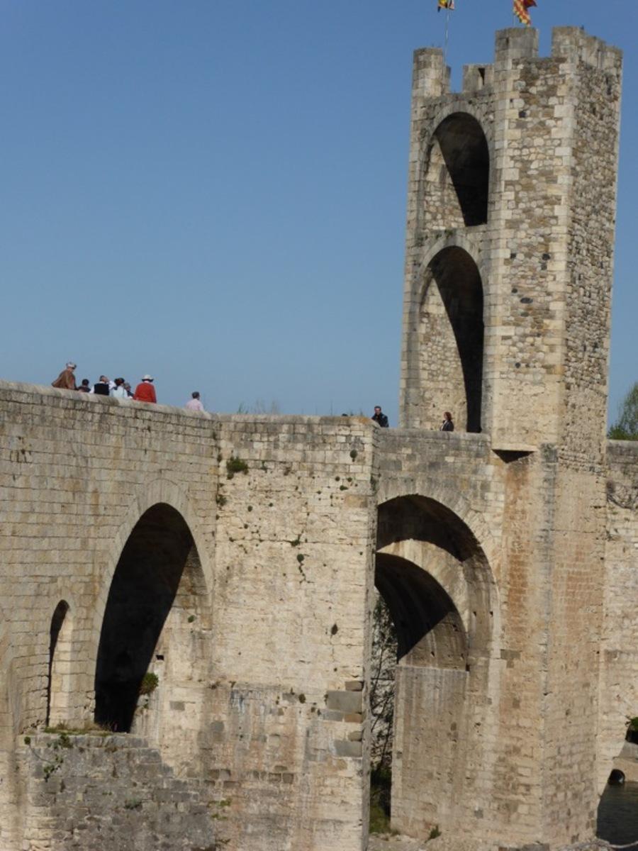 Vers ou sur le Pont de Bésalu!