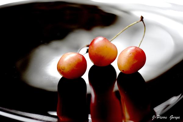 """""""Variations sur la cerise"""", de très belles photos de Jean-Pierre Gurga, souvenirs d'un début d'été généreux...."""