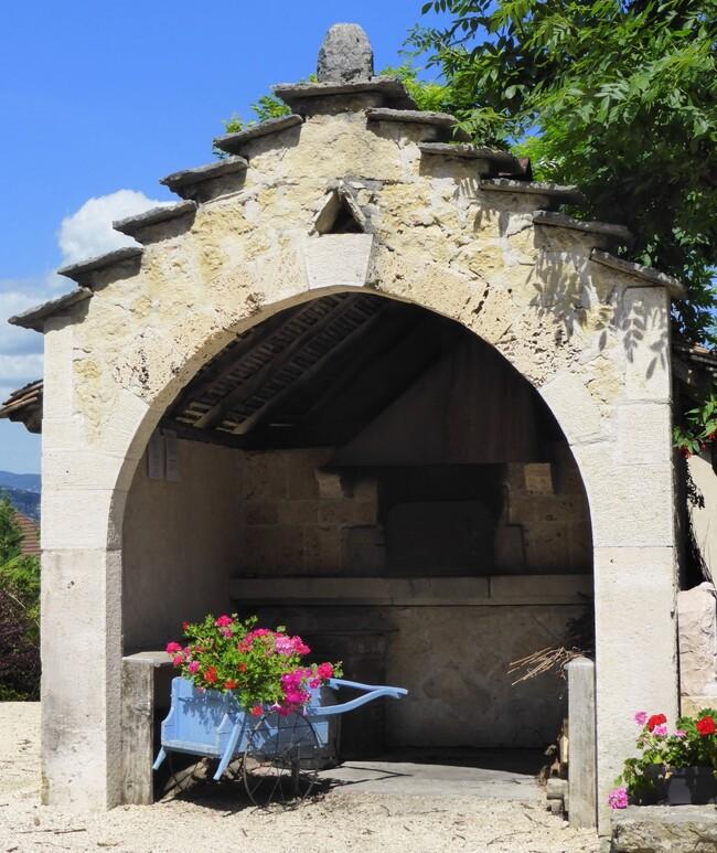 Le petit village viticole de VONGNES ( N°2)