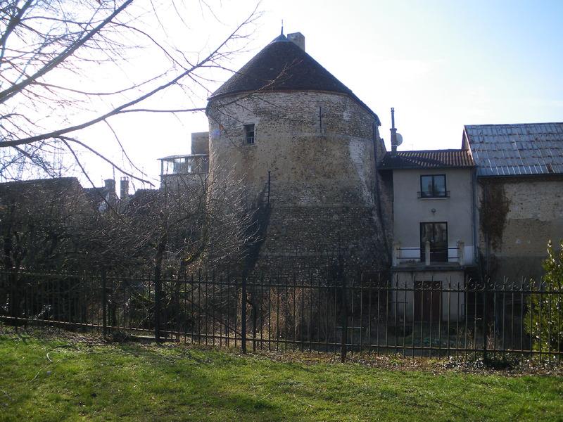VILLENEUVE SUR YONNE (Yonne) : suite 3