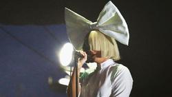 Sia envoie Bird Set Free sur les ondes