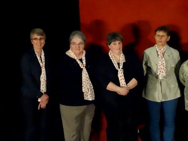 """Pascaline Kromicheff a présenté  le 1er avril 2016, les agricultrices du Geda des sept vallées qui ont participé à son nouveau livre """" Vingt et une nuances de féminité à la ferme"""