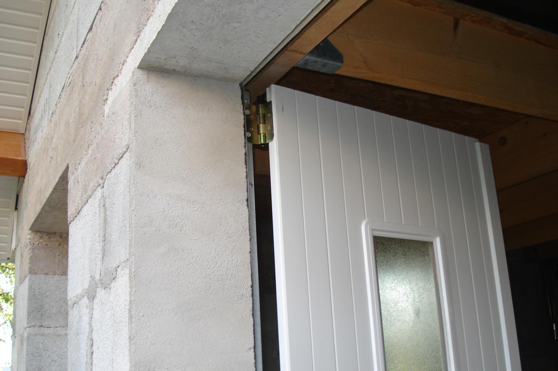 La Porte De Garage De L Abri De Jardin Construction D Un