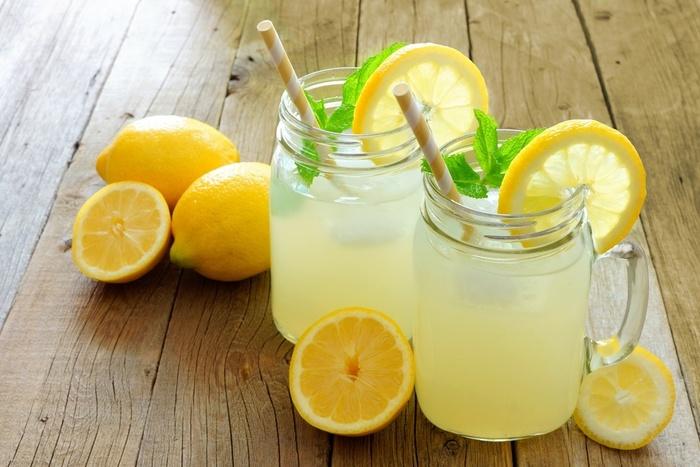 On Vous A Déjà Dit Que Boire De L'eau Chaude Avec Du Citron Était...  Bon...Pour La Santé..