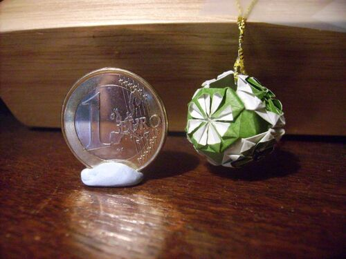 boule de noël en origami ou kusudama