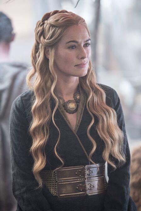 Robe noire Cersei saison 5