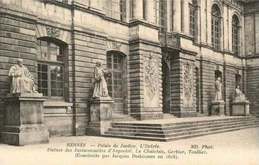 Rennes (35). Qui retrouvera les statues du parlement de Bretagne ? OF.fr-1/08/20-8h54)