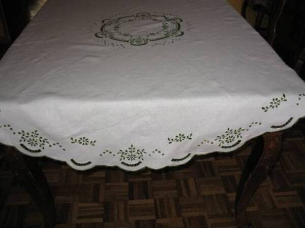 Nappe broderie anglaise