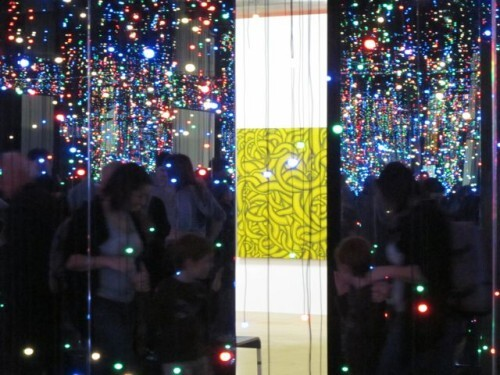 Kusama Beaubourg Infinity mirror room filled with the brill