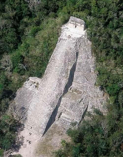 18 février 1926 : redécouverte d'une cité maya au Yucatan (Mexique)