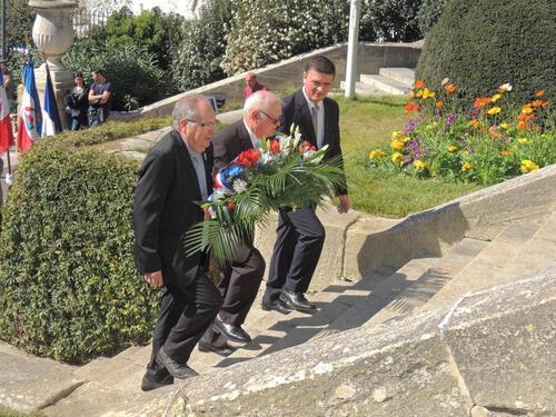 La Cérémonie du 19 mars 2014 Béziers  s'était achevée par le vin d'honneur offert par la Municipalité d'Elie Aboud, mais c'était la dernière fois est pour cause.