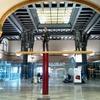 Dans le hall de la gare