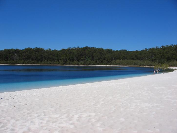 lake mckenzie australia 3