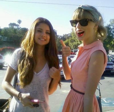 27/06 Selly et Taylor Swift au restaurant Paradise Cove