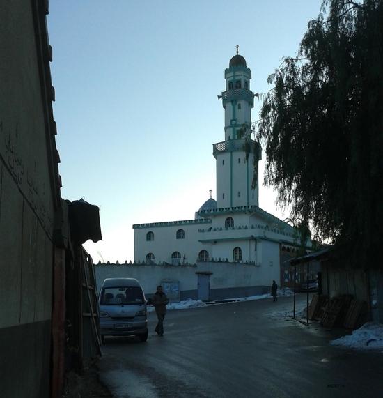 place & mosquée tala moqren, matin en contre-jour