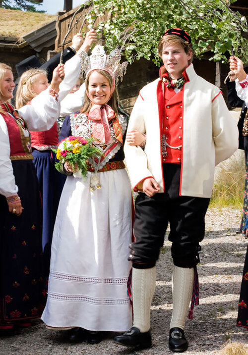 How Traditional Wedding Outfits Look Around The World.