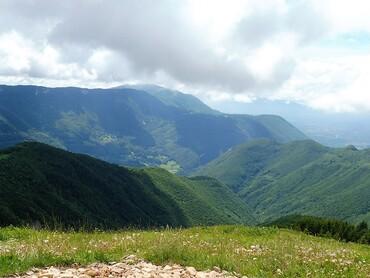Sur le Crêt de Chalam - Vue sur les Hautes crêtes du Jura - Crêt de la Neige et Le Reculet