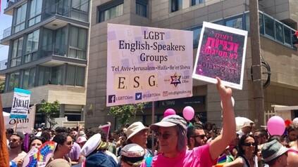 La Gay Pride 2017 de Tel Aviv, le 9 juin 2017. (Crédit : Miriam Hershlag/Times of Israël)