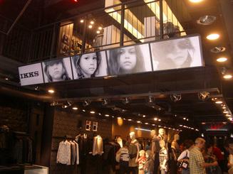 Mur d'images NEC - IKKS Champs Elysées