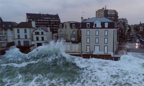 TEMPÊTE FILMÉE EN DRONE À SAINT MALO EN BRETAGNE (Documentaires)