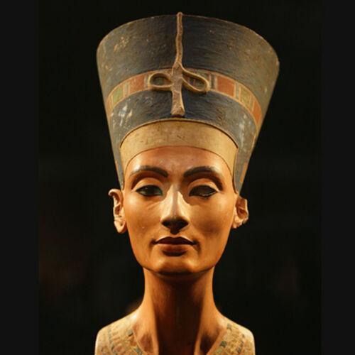 Nefertiti et les tombeaux joviens/poissons
