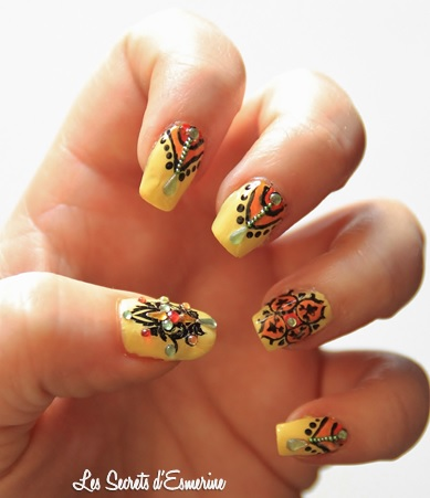 Nail Art, oriental, Tutoriel, Stamping, baroque, strass, jaune, orange
