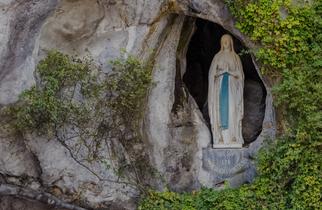 12. 15h30 – Chapelet en direct de la grotte de Lourdes – LA PREMIÈRE EN  CHEMIN