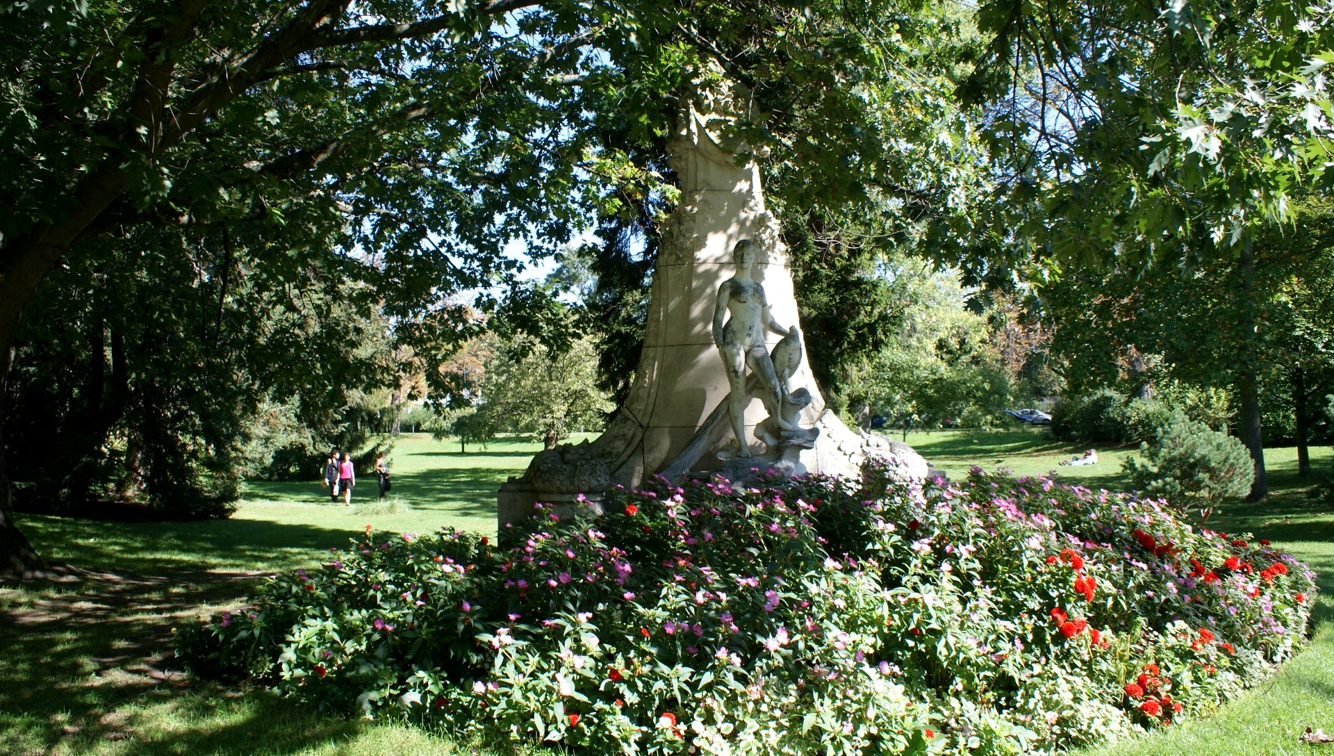 Jardin des Plantes: les Statues - *