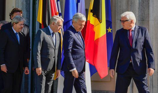 De gauche à droite : le ministre des affaires étrangères néérlandaisBert Koenders, l'Italien Paolo Gentiloni, le Français Jean-Marc Ayrault, le Belge Didier Reynders et l'Allemand Frank-Walter Steinmeir, à Berlin le 25 juin 2016.