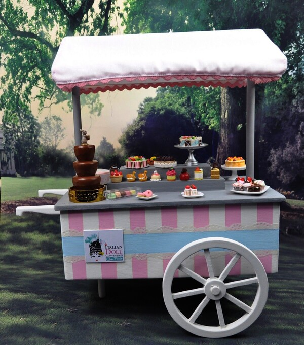 CHARIOT A PATISSERIES (HANDCART FOR SELLING CUP CAKE)